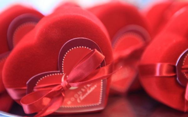 Как оригинально поздравить девушку с Днем Святого Валентина?
